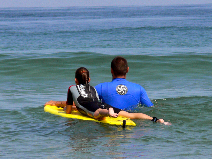 surf-para-ninos-familias-activas-escuela-cantabra-de-surf-sorteo-curso-de-surf-7