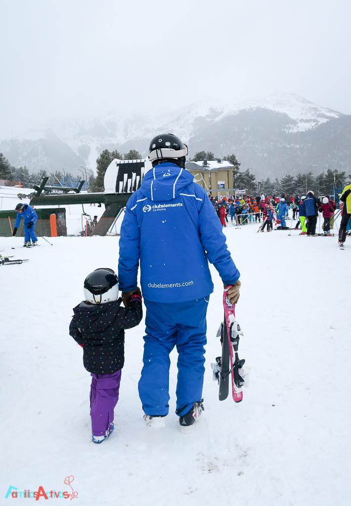 esquiar-en-la-molina-actividades-para-familias-clubelements-cursos-de-esqui-para-ninos