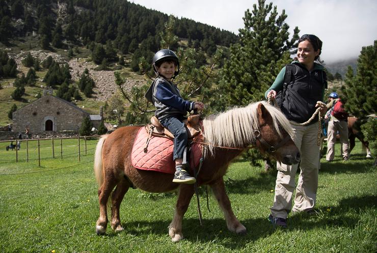 fiesta-infantil-en-vall-de-nuria-la-vall-dels-menuts-el-valle-de-los-pequenos-familiasactivas-planes-con-ninos-19