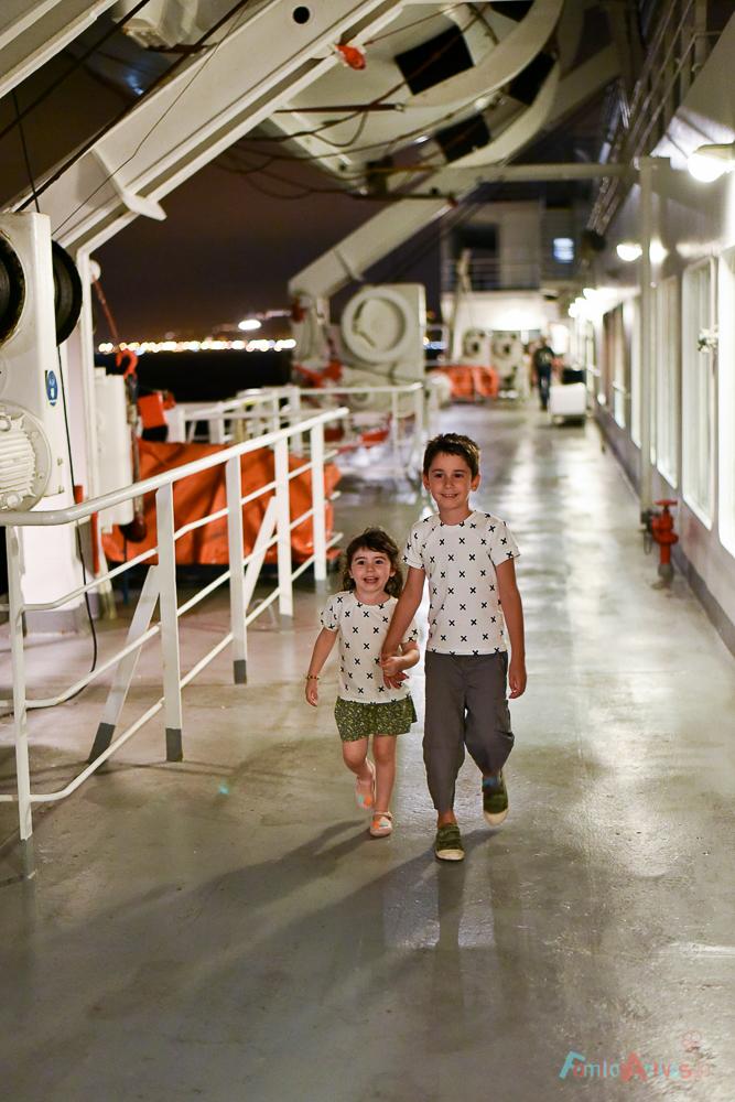 nuestra-experiencia-como-familia-viajera-en-trasmediterranea-blog-de-viajes-familias-activas-5