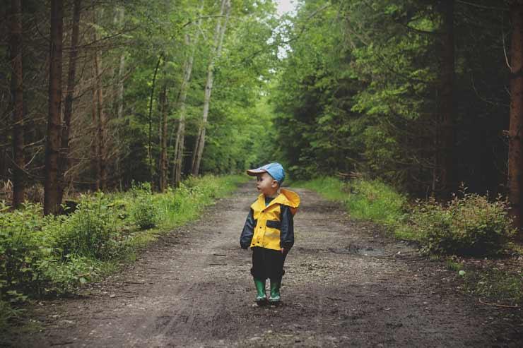 Salir a caminar: beneficios para los niños