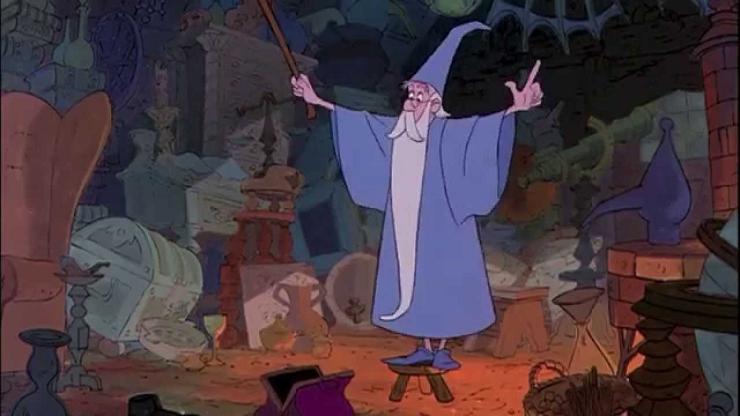 El mago Merlín preparando su sortilegio para limpiar lo más rápido posible su casa