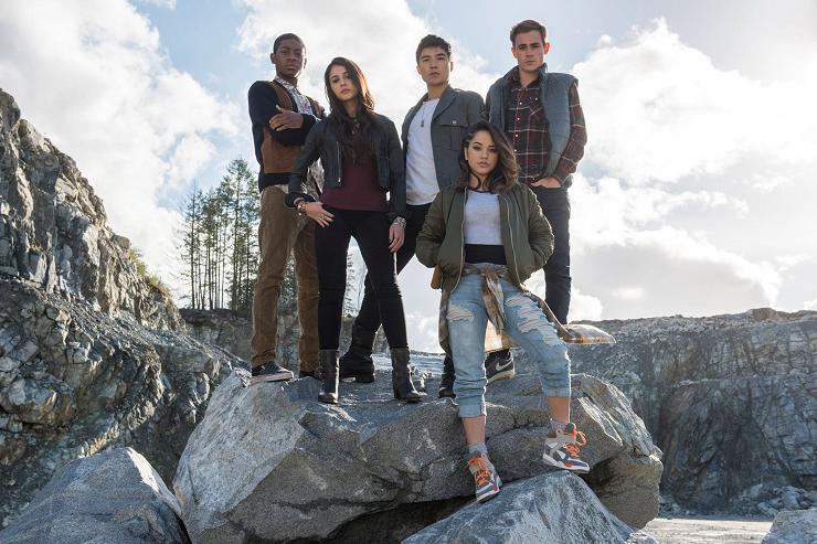 Cinco jóvenes tendrán que convertirse en los nuevos Power Rangers.