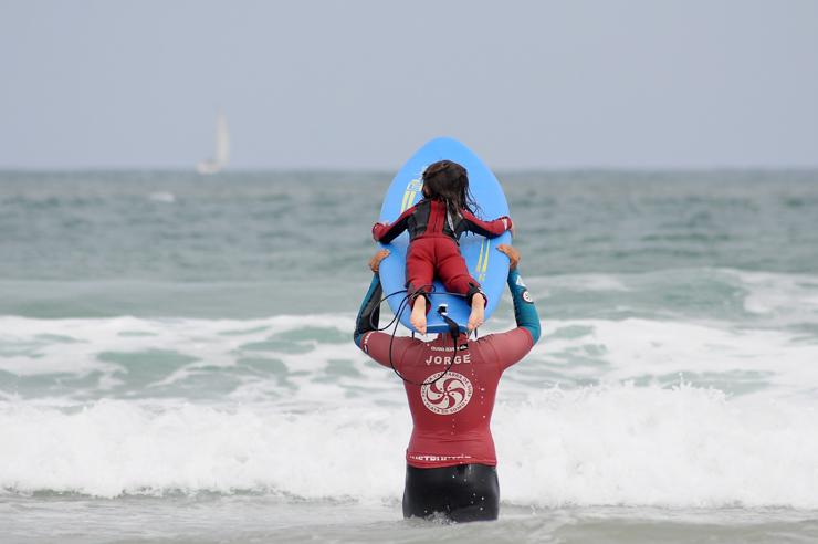 gana-un-curso-de-surf-para-dos-personas-en-la-escuela-cantabra-de-surf-18