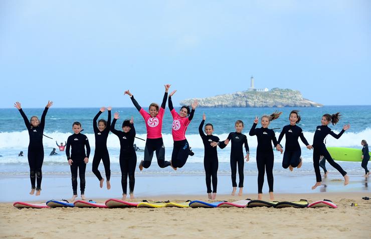 gana-un-curso-de-surf-para-dos-personas-en-la-escuela-cantabra-de-surf-20