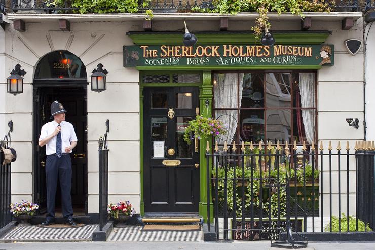 La fachada de la Casa Museo de Sherlock Holmes en Londres