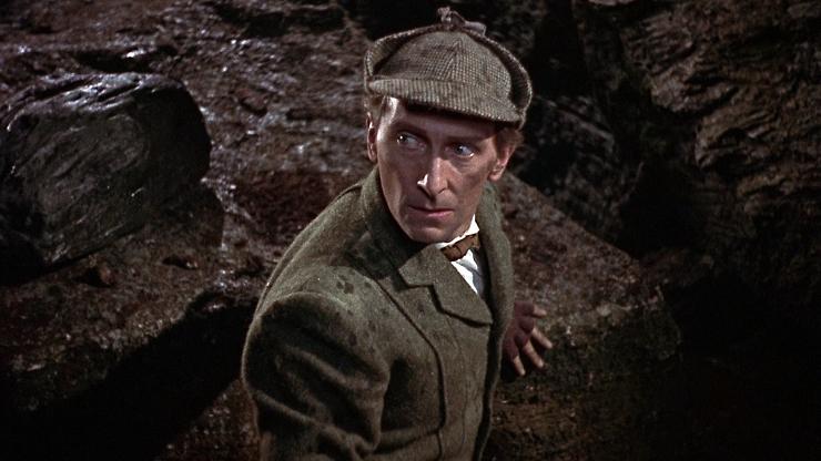 """Peter Cushing en el papel de Sherlock en """"El perro de los Baskerville"""""""
