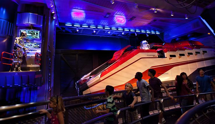 """""""Star Tours"""" es una de las atracciones más populares de Tomorrowland."""