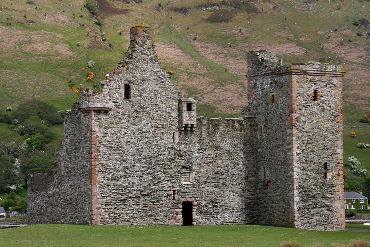 Las ruinas de Lochranza Castle bien podrían haber inspirado a la Isla Negra.