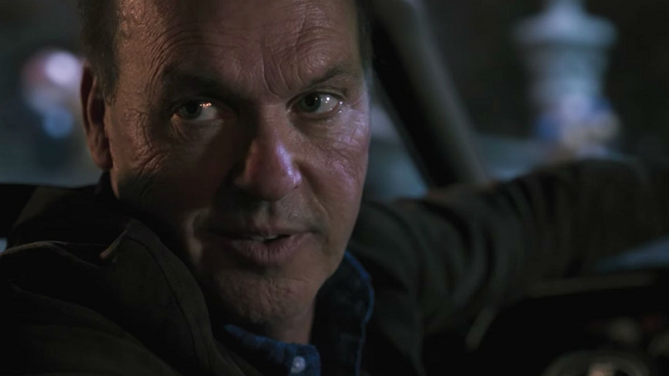 Michael Keaton interpreta a un villano con motivaciones poco claras.