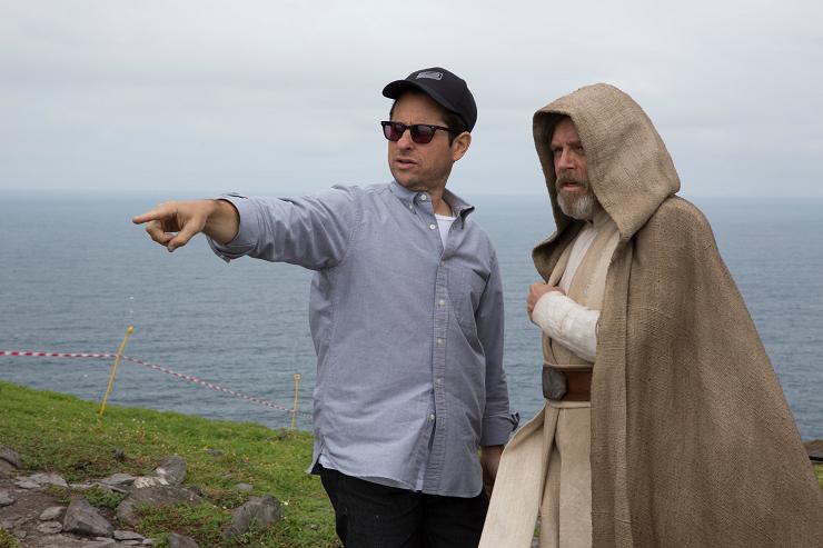 El director J.J. Abrams en un momento del rodaje en Skelling Michael.