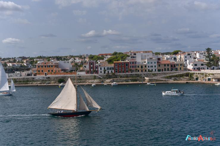 vacaciones-en-barco-de-trasmediterranea-viajarenfamilia-17
