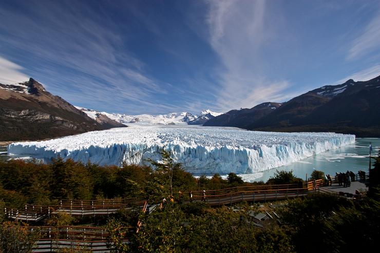 El Campo de Hielo Patagónico Sur desciende a los lagos en forma de glaciares.