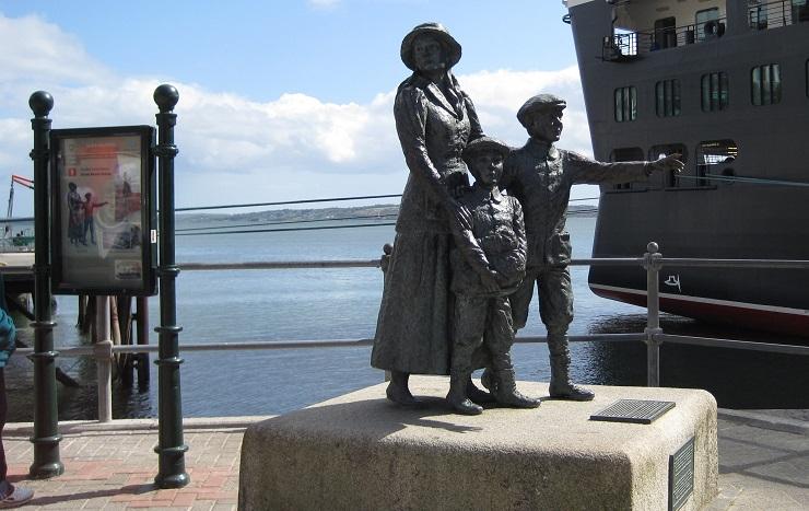 La estatua de Annie Moore y sus hermanos refleja la tradición inmigrante de las gentes de Irlanda.