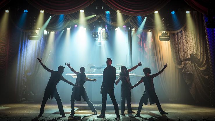 """""""25 il·lusions"""" destaca por su cuidada producción, coreografías e iluminación."""