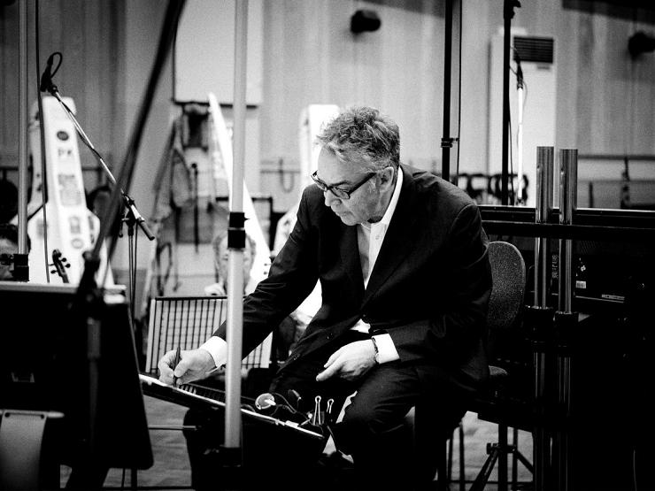 El compositor canadiense Howard Shore fue el encargado de ponerle música a la Tierra Media
