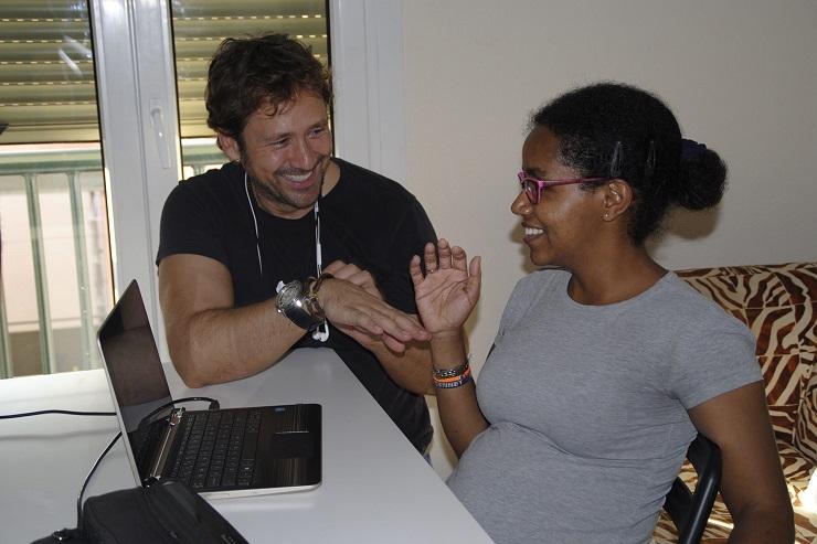 Miguel Ángel Tobías y Gennet Corcuera durante un momento del rodaje.