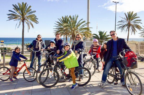 Excursión en bici por la playa de Barcelona y probamos las sillitas WeeRide