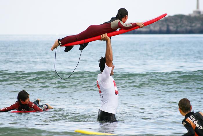 surf-para-ninos-familias-activas-escuela-cantabra-de-surf-sorteo-curso-de-surf-11