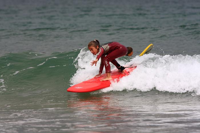 surf-para-ninos-familias-activas-escuela-cantabra-de-surf-sorteo-curso-de-surf-15