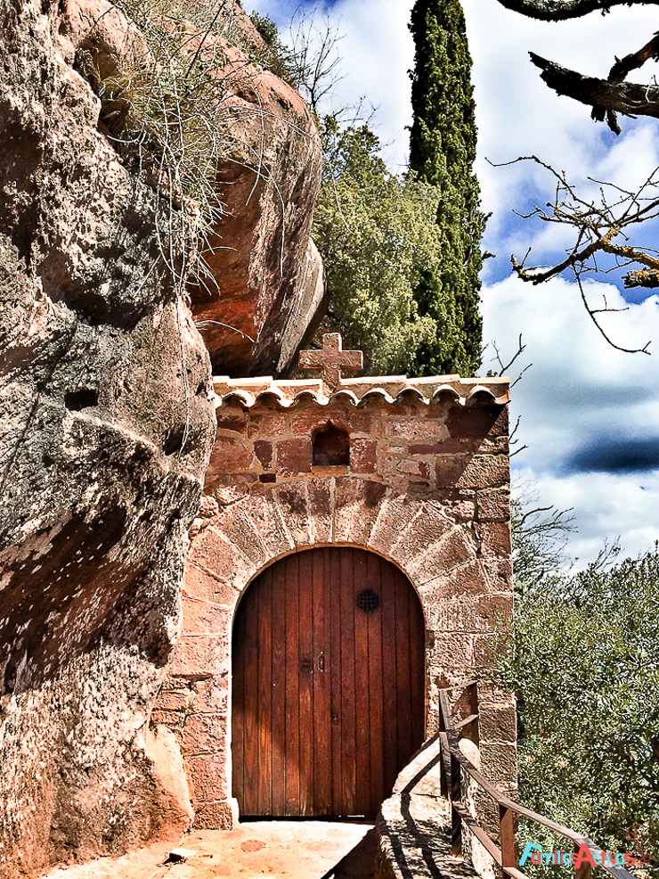 Cicloturismo Prades_ermita Abellera_Destino turismo familiar-3