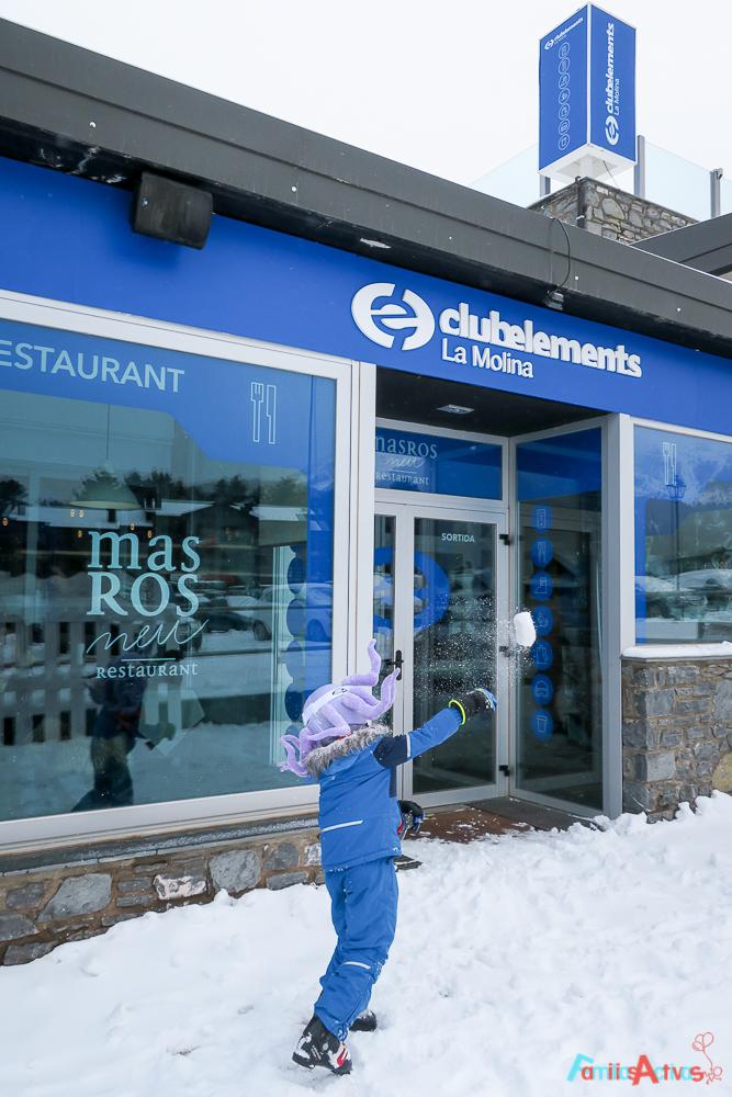 esquiar-en-la-molina-actividades-para-familias-clubelements-cursos-de-esqui-para-ninos-10