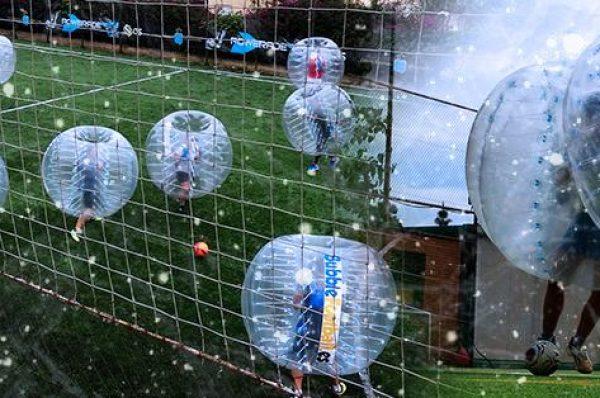 Rodando, rodando con Bubble Football, actividades divertidas en familia