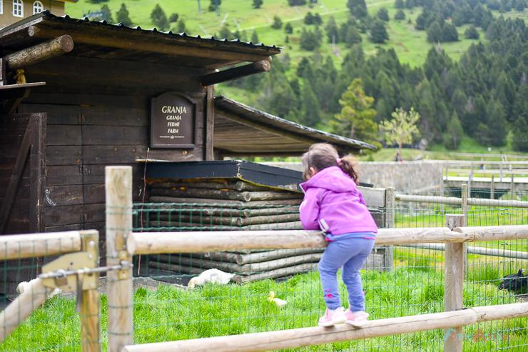 disfrutando-en-familia-en-vall-de-nuria-lavalldelsmenuts-blog-de-viajes-para-familias-activas-59