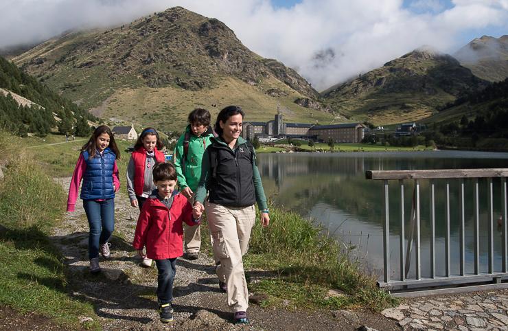 fiesta-infantil-en-vall-de-nuria-la-vall-dels-menuts-el-valle-de-los-pequenos-familiasactivas-planes-con-ninos