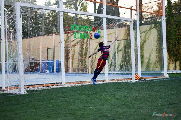 Cumpleaños infantil en un campo de fútbol