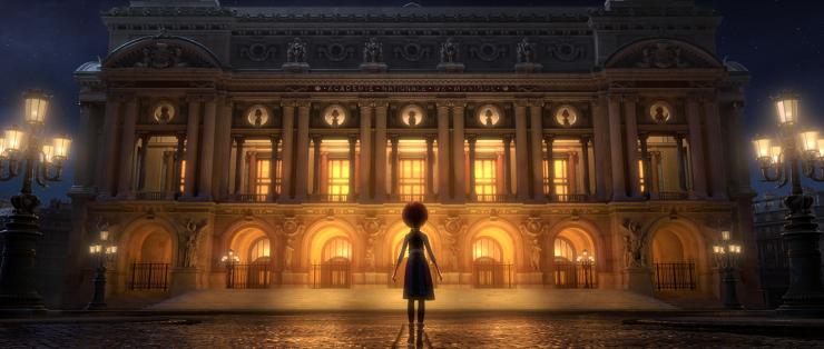 Felicia fascinada frente a la fachada iluminada de la Ópera de París