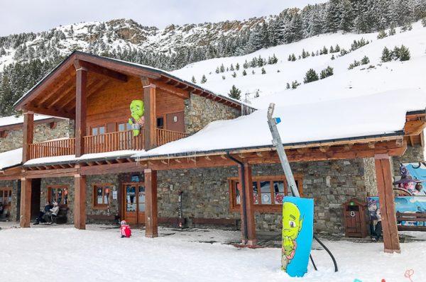 Esquiar con niños, programa infantil Mont Magic en Grandvalira