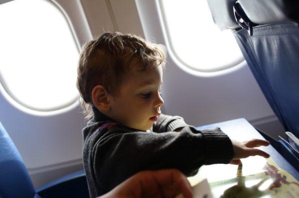 Volar con niños, consejos para viajar en familia