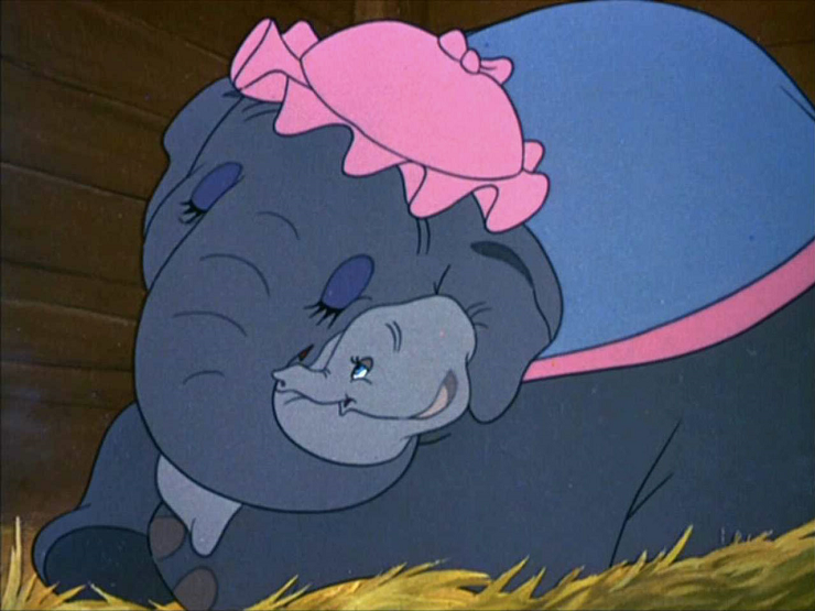 La mamá de Dumbo defenderá a su pequeño de las burlas por sus grandes orejas.