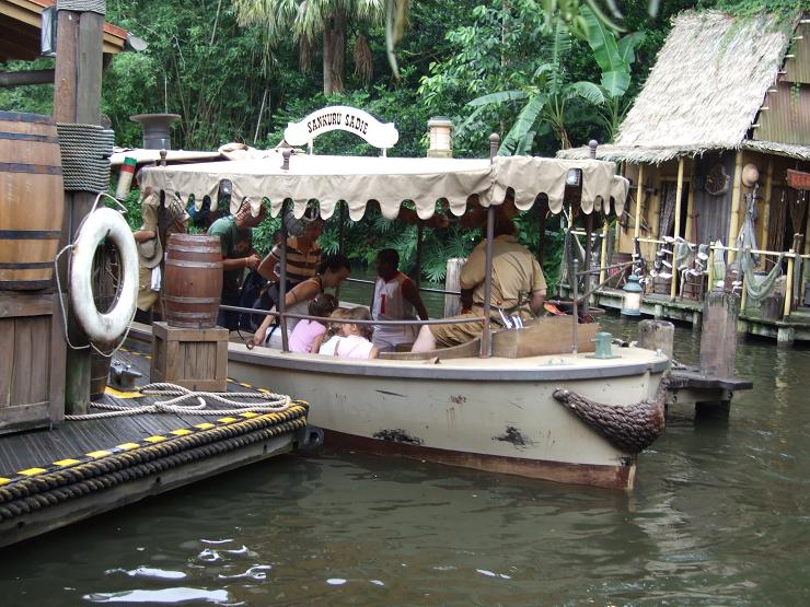 """Todo preparado para subirnos al bote del """"Jungle Cruise""""."""