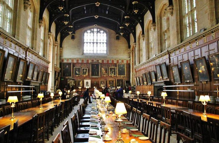 El salón comedor es uno de los lugares más reconocibles por los fans del joven mago.