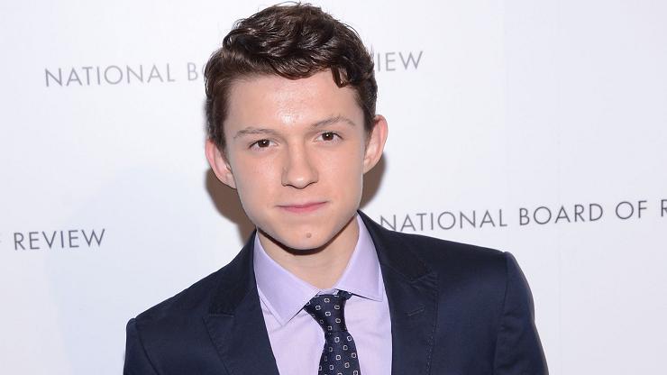 Tom Holland da vida al Spider-Man más adolescente del cine.