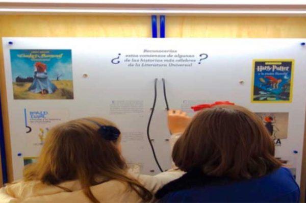 """Actividades en familia: Conoced la exposición """"Pasa página"""" de la Biblioteca Nacional"""