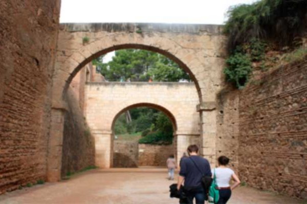 Celebra el día del libro con paseos literarios en Granada