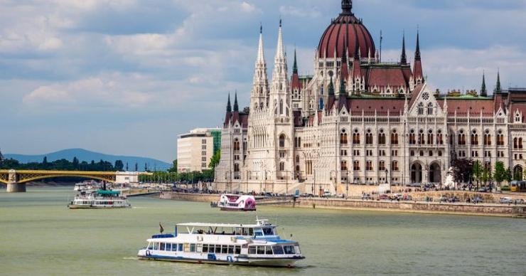 El Danubio a su paso por el Parlamento de Budapest