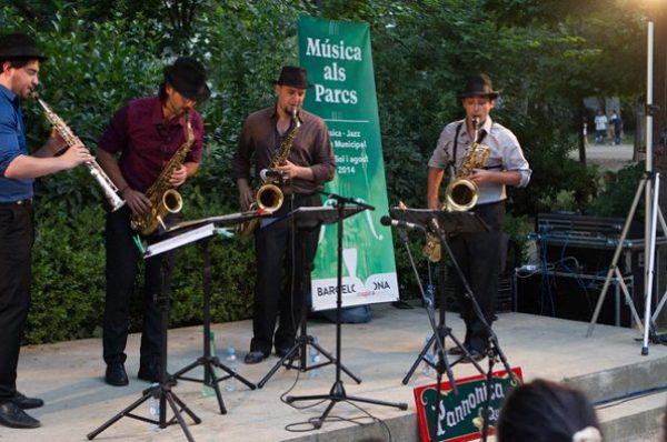 Música en los parques en Barcelona en el mes de agosto