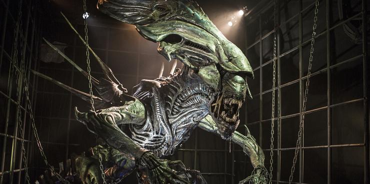 La reina Alien es un majestuoso animatrónico que asustará a más de un visitante.