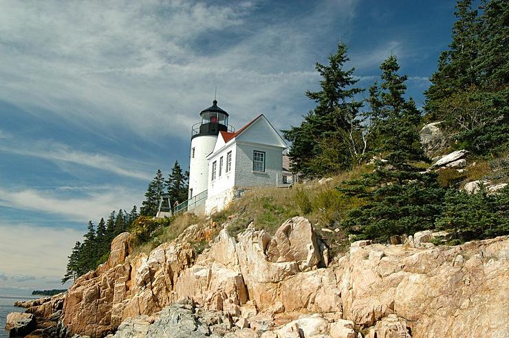 La posición elevada del Bass Harbor Head Light lo convierten en uno de los faros más fotografiados de Maine.