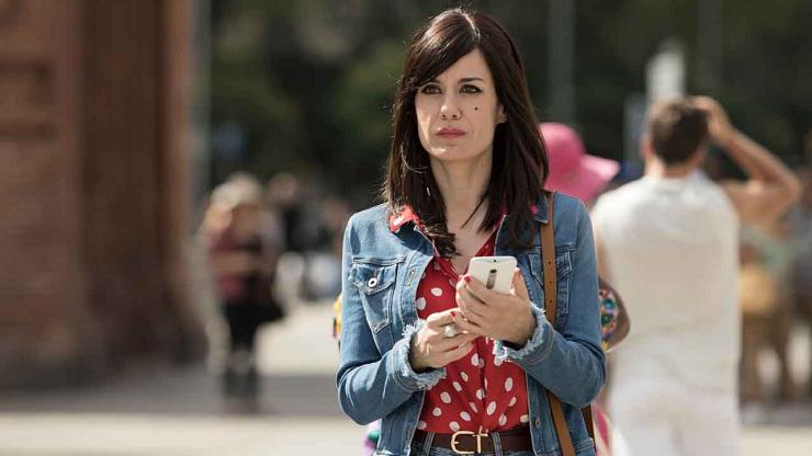 La actriz Alexandra Jiménez da vida a Luisa Lanas, una suerte de Lois Lane a la española.