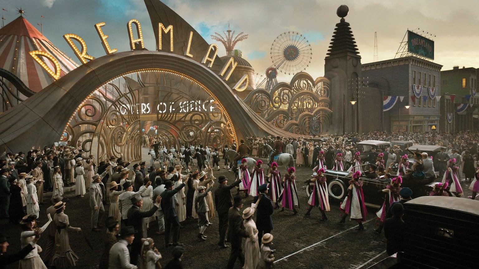 El gigantesco parque temático Dreamland también presenta su lado oscuro tras su vistosidad.