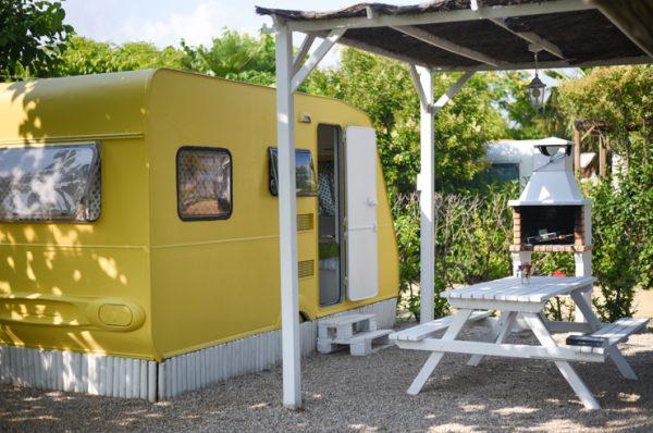 Camping Miramar, caravanas vintage en frente del mar